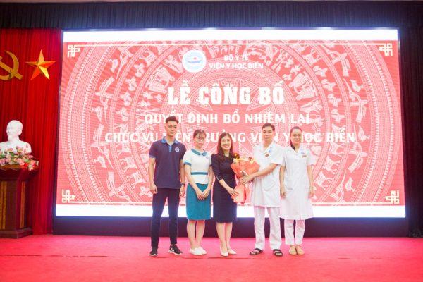 Ban Chấp hành Đoàn TNCS Hồ Chí Minh Viện Y học biển chúc mừng đồng chí Trần Thị Quỳnh Chi